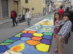 Cathy's kids on the day of the infiorata in Capodimonte, April 2012