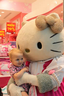 More fun at the mall! A visit from Hello Kitty!