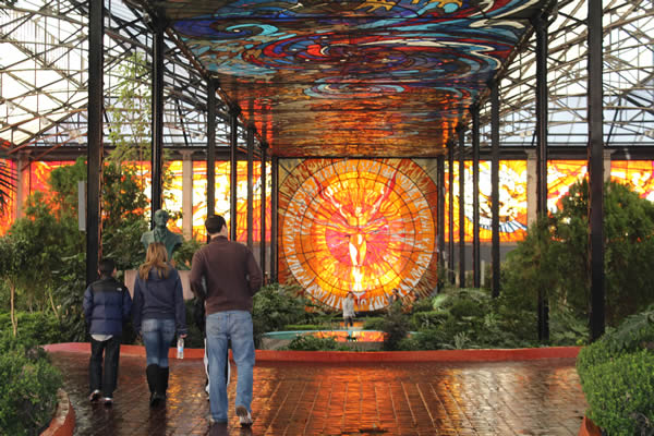 The Cosmovitral In Toluca Mexico Is A Beautiful Indoor Botanical Garden With Lovely Stained Gl Murals