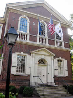 Carpenter Hall: where the first Council to talk about a solution to get rid of the British domination was held.