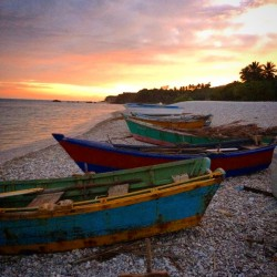 Boats in Barahona at Playa Quemaito at sunset